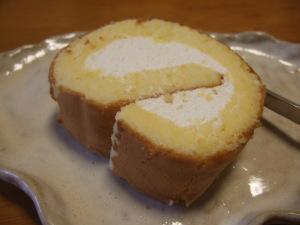 ファミマのジャージー乳ロールケーキ